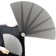 画像1: プラスチック扇子 半透明グレー飛沫防止 (1)